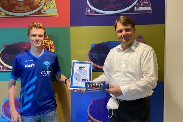 Verleihung der MINT-Bildungspartnerschaft durch das Cubic-Racing Team